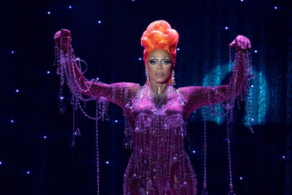 #RekomenFilem AJ and The Queen - Satira Drag Queen Yang Lucu, Emosi & Menyentuh Sanubari