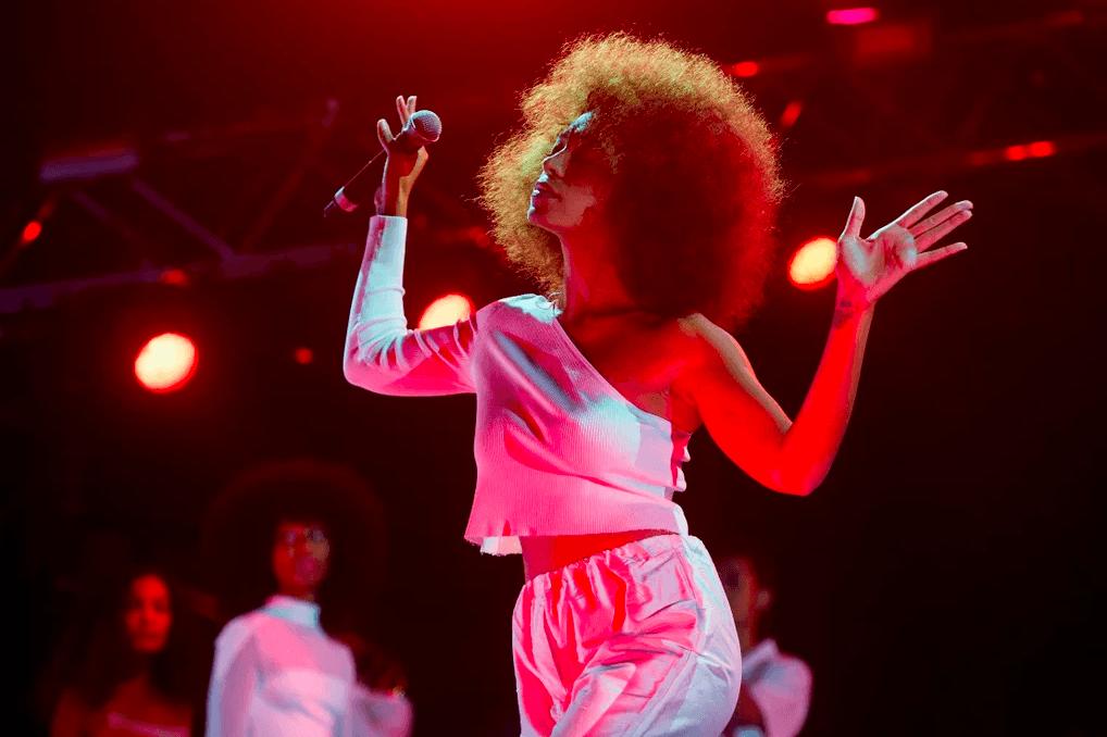 #WeekendPlaylist Dengarkan 30 Lagu Black Singer Yang Stailish & Empowering