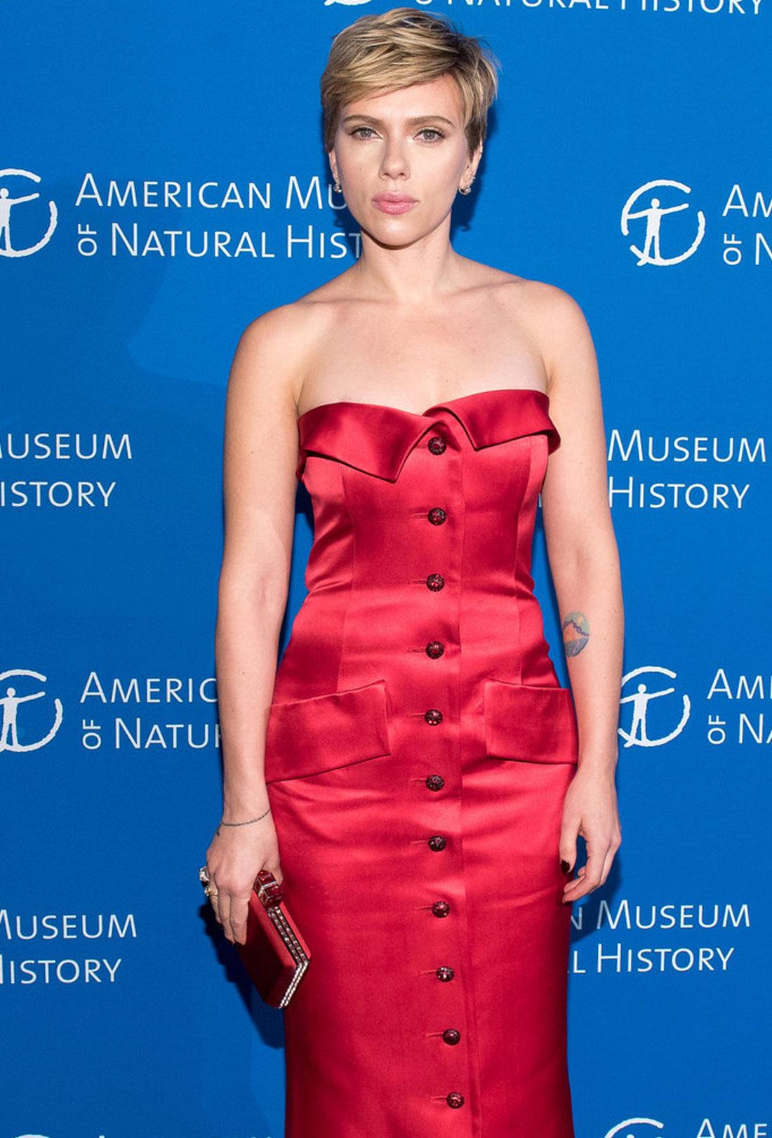 scar jo red dress