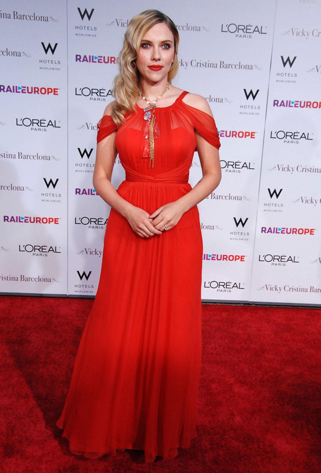 scar jo golden globes red dress