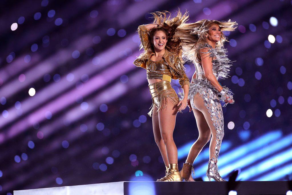 #LatinaPower Super Bowl 2020: Saksikan Shakira & Jlo 'Berlawan' Punggung!